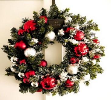 Christmas-Doors-with-Christmas-Wreath-8