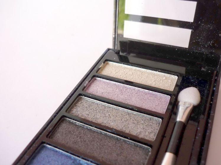 stockvault-makeup-kit109559