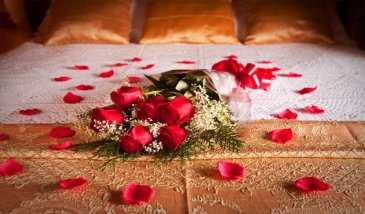 Romantic-Decorating-Tips-For-Your-Bed